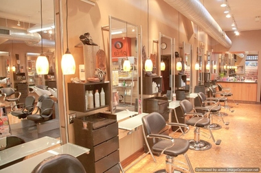 Phia Salon