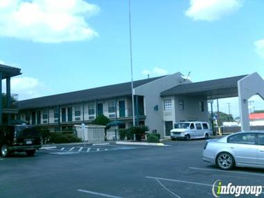 Howard Johnson Inn & Suites-Seaworld Lackland Area