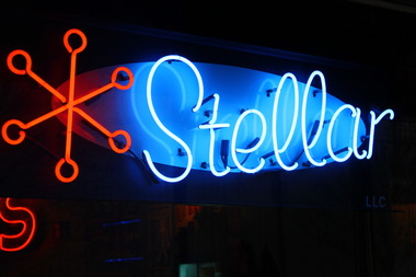 Stellar Pizza , Ale &amp; Cocktails